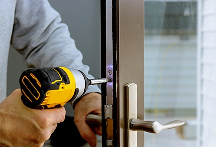 which locksmith in Canary Wharf to hire online