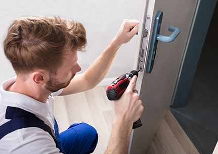 what are the benefits of hiring locksmiths in SW19